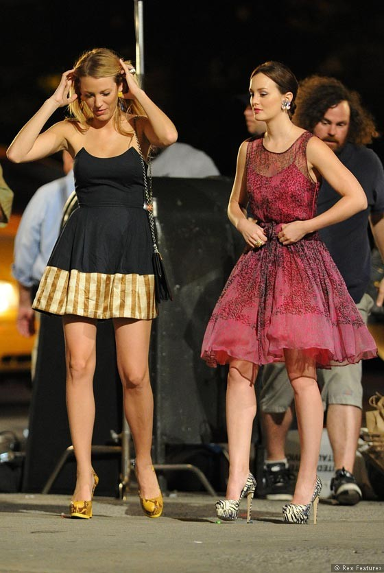 Blake-Lively-and-Leighton-Meester-on-the-set-of-Gossip-Girl-season-6-0812