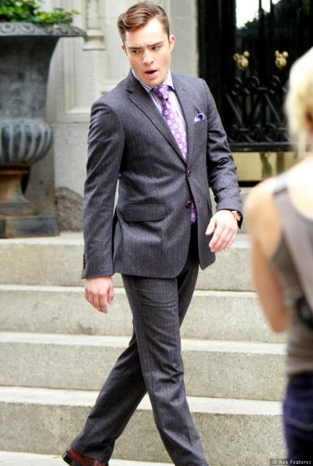 Ed-Westwick-on-the-set-of-Gossip-Girl-season-6-0812-1
