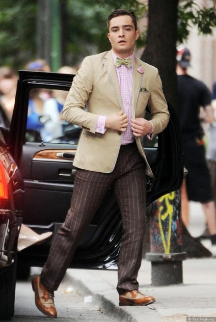 Ed-Westwick-on-the-set-of-Gossip-Girl-season-6-0812