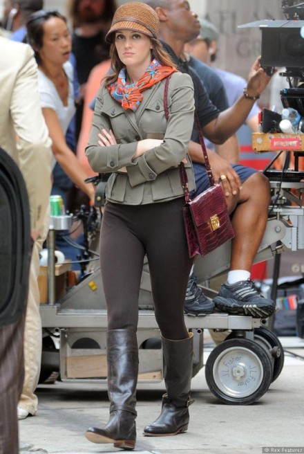 Leighton-Meester-on-the-set-of-Gossip-Girl-season-6-0812